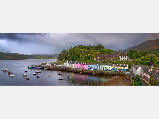 Panoramafoto Portree Harbour Isle of Skye Schottland