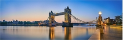 Panoramabild morgens an der Tower Bridge London