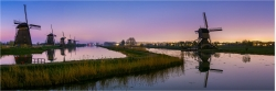 Panoramabild Sonnenaufgang Windmühlen in Kinderdijk Holland