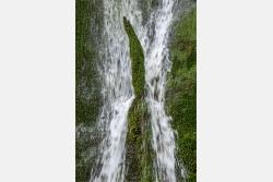 Wasserkaskaden im Fels